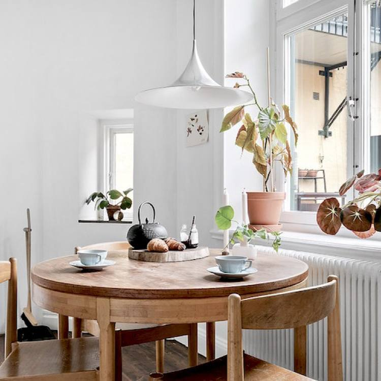 Small scandinavian dining nook