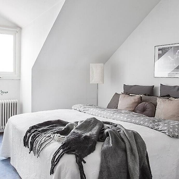 Small scandinavian grey modern bedroom