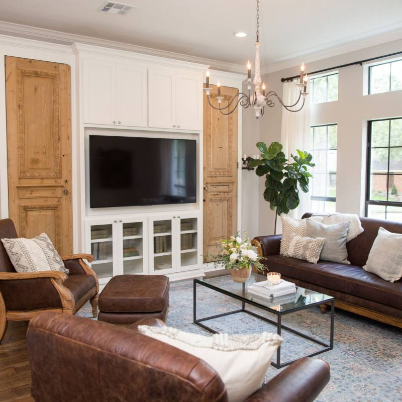 Fixer Upper farmhouse family room