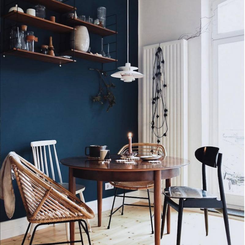 Casual bachelor dining nook