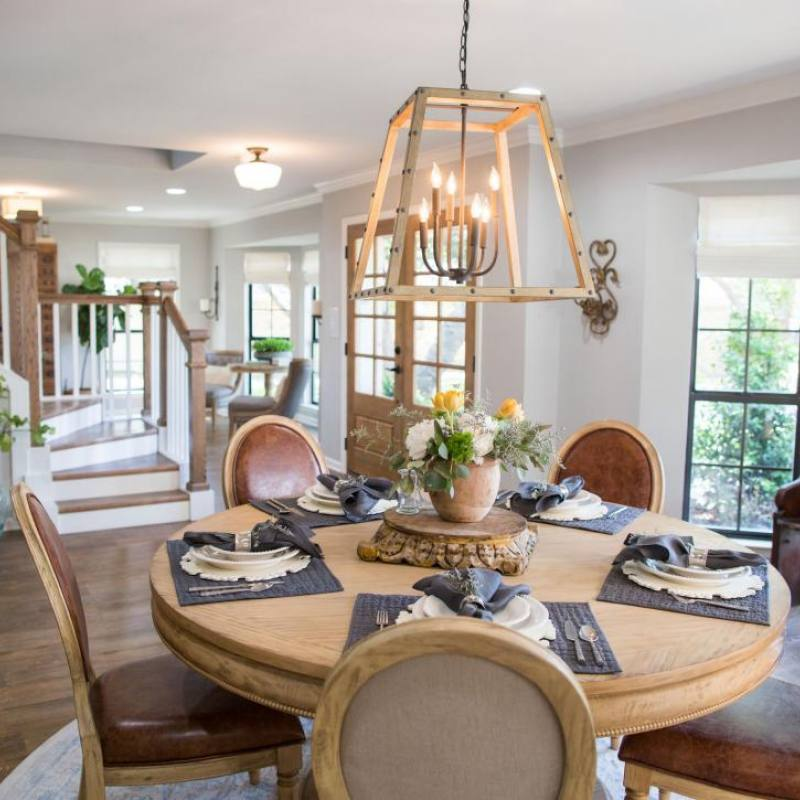 Fixer upper traditional small dining room