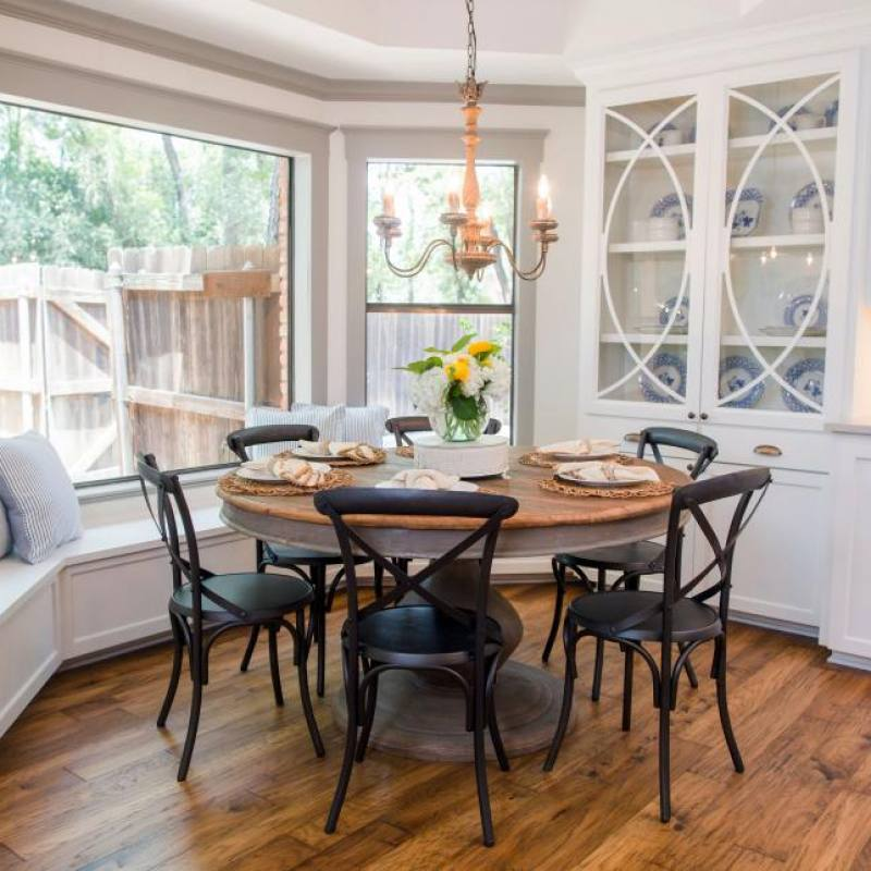 Fixer Upper casual dining room