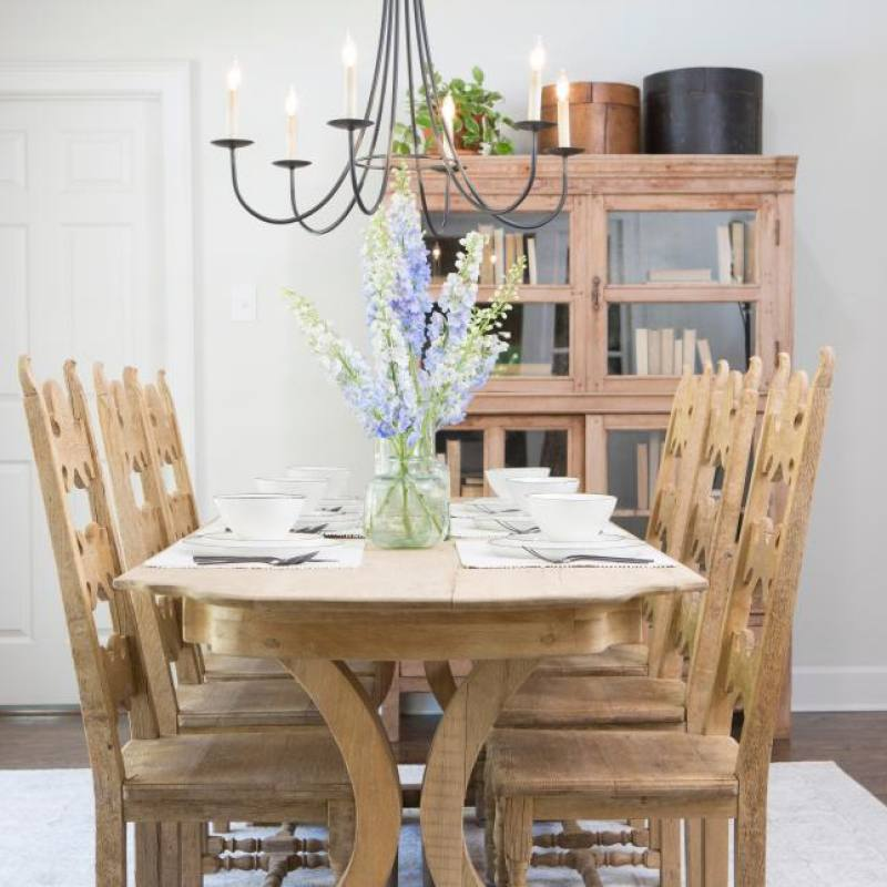 Fixer Upper Sandvall dining room